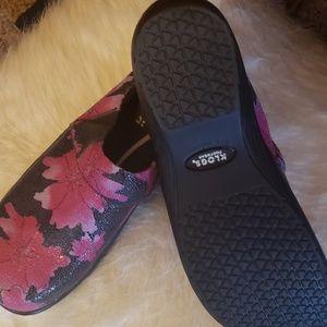 Klogs footwear (nurse shoes)